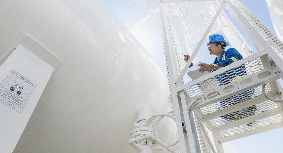Ingegnere ispezionare Gas Line