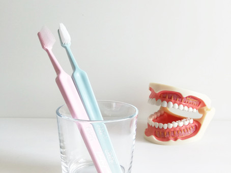 Periuta de dinti electrica vs. periuta de dinti manuala