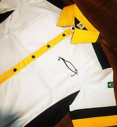 Camisa em tricoline confort mista de algodão e poliéster,modelagem atual com excelente caimento,vários recortes que dão exclusividade ao seu uniforme. Pode ser bordada ou estampada.