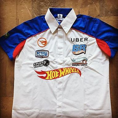 Camisa em Tricoline misto em algodão e poliéster com vários bordados que valorizam bastante a peça.