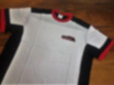 Camiseta com recortes exclusivos,bordado na frente,modelagem confortável.