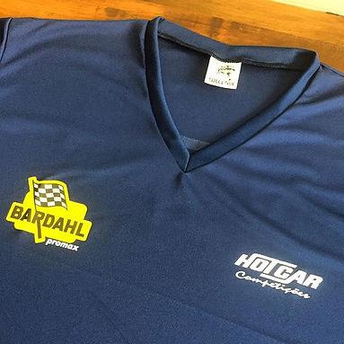 Camiseta em DRY FIT 100% poliéster com logos estampados em silk de ótima qualidade.