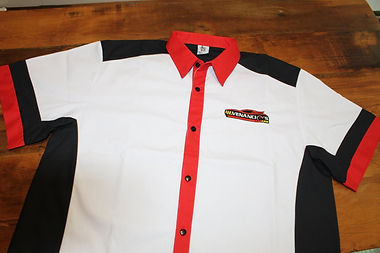 Camisa com recortes exclusivos,modelagem confortável.