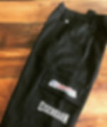 Calça e Bermuda em sarja mista de algodão e poliéster,cóz em meio elástico e bolsos Cargo,modelagem work exclusiva.
