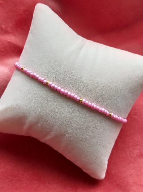 Armbandje roze bolletje