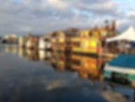 CH.17 - Houseboatw with reflection on wa
