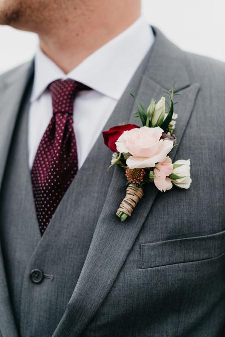 GROOM Boutonniere close up burgundy blush cream rustic elegance _@PacificViewsEventCenter.jpg