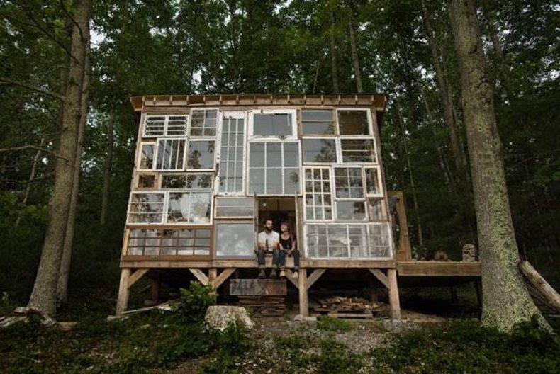 casa de ventanas recicladas