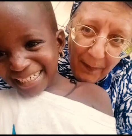 Aiuta Blessing e tante altre bimbe come lei facendo una donazione alla nostra Family