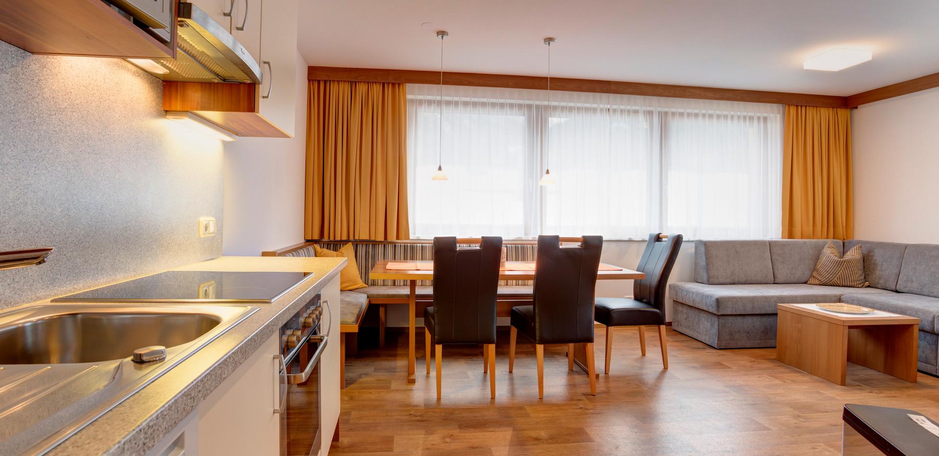 Küche mit Aufenthaltsbereich.jpg