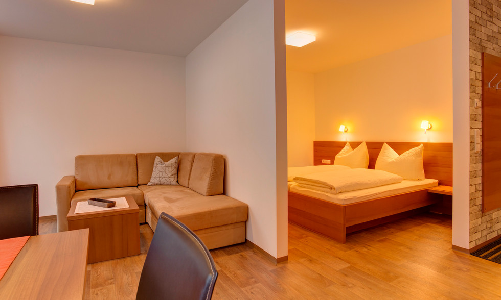 Wohnbereich und Schlafzimmer.jpg