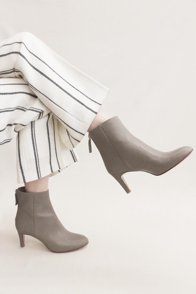 Art.no. AWS-2 Heel: 7cm Price: 36,000yen+TAX Color: Taupe, Cognac, Black