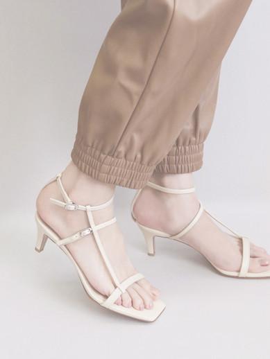 Art.no. OM-5 Heel: 6cm Price: 28,000yen+TAX Color: Light Beige, Black