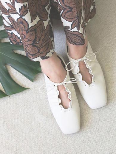 Art.no. TR-5 Heel: 1.5cm Color: White, Black Price: 29,000yen+TAX