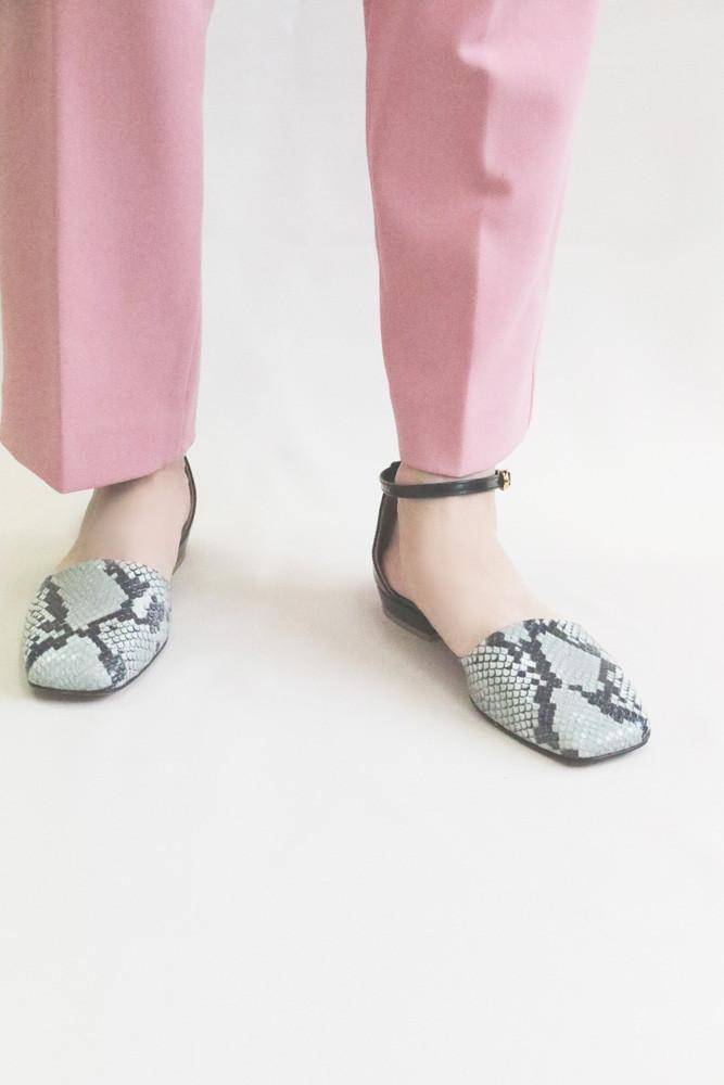 Art.no. TR-7 Heel: 1.5cm Price: 29,000yen+TAX Color: Python-Mint