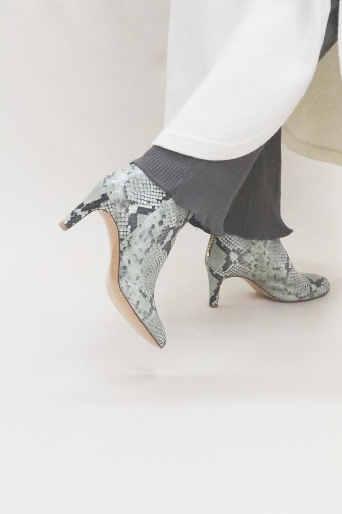 Art.no. AWS-2 Heel: 7cm Price: 42,000yen+TAX Color: Python-Mint
