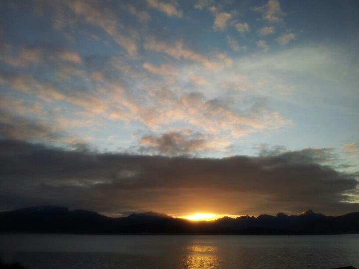 Solefall over Tromsø en velsignet siste kveld i august