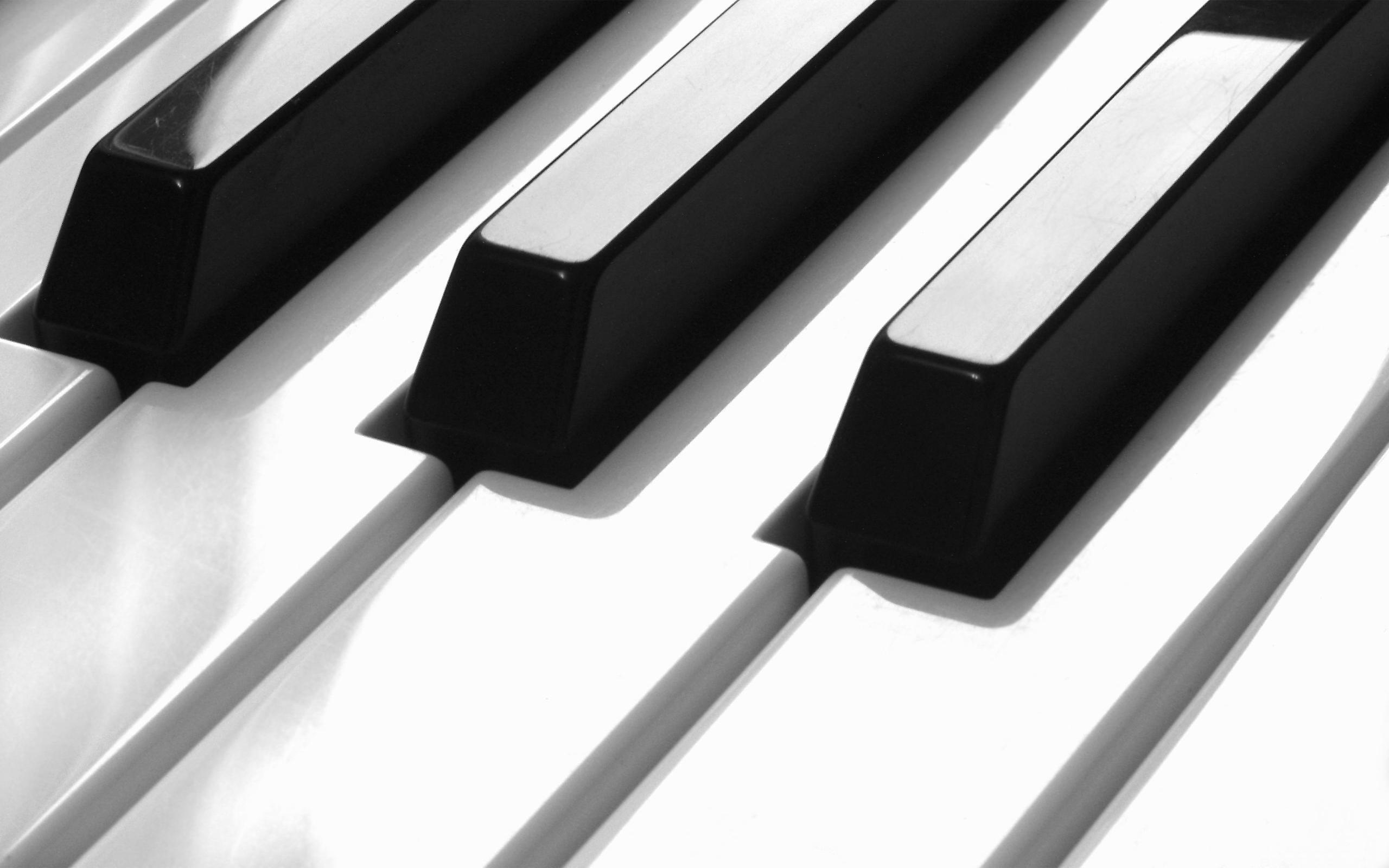 579922-piano-keys