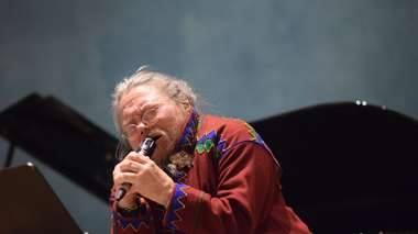 ...en gripende, inderlig tolkning av _O' store Gud_ på samisk - av Piera Jovnna Piera Jovnna A