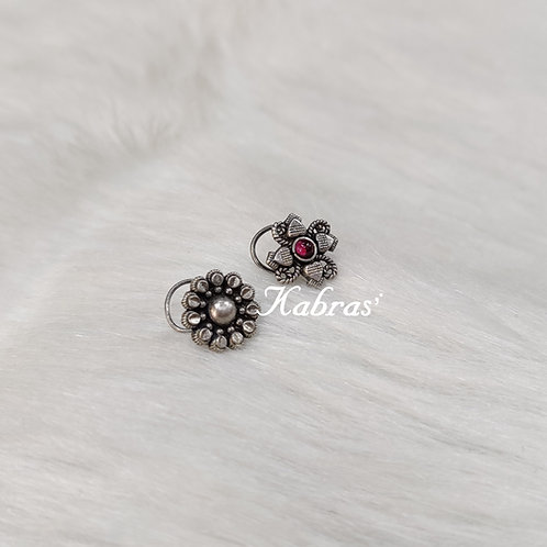 Daisy Wired Nose Pin