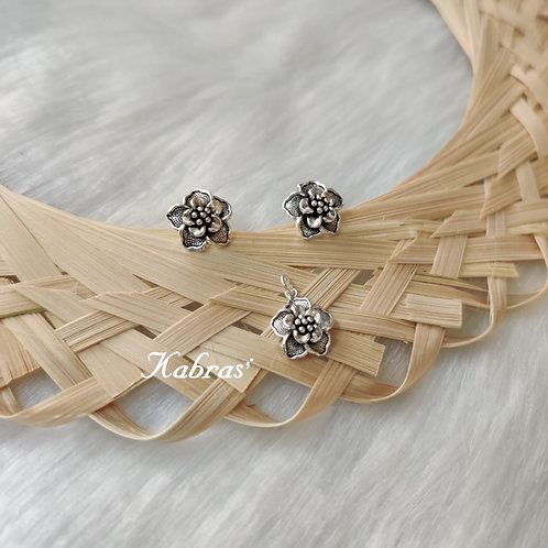 Tiny Floral Pendant Set