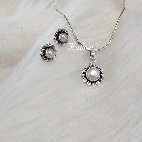 Floral Pearl Pendant Set