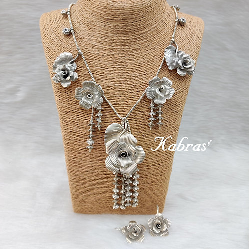 Rose Garden Necklace Set