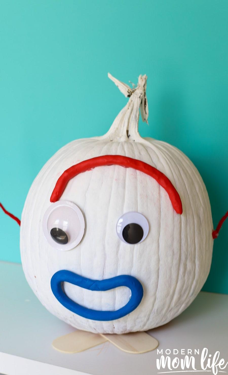 No curve pumpkin decorating idea for kids