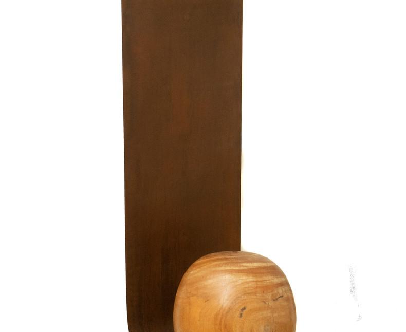 Sem Título | 2018 Ferro e madeira / Iron and wood 115 x 40 x 30 cm