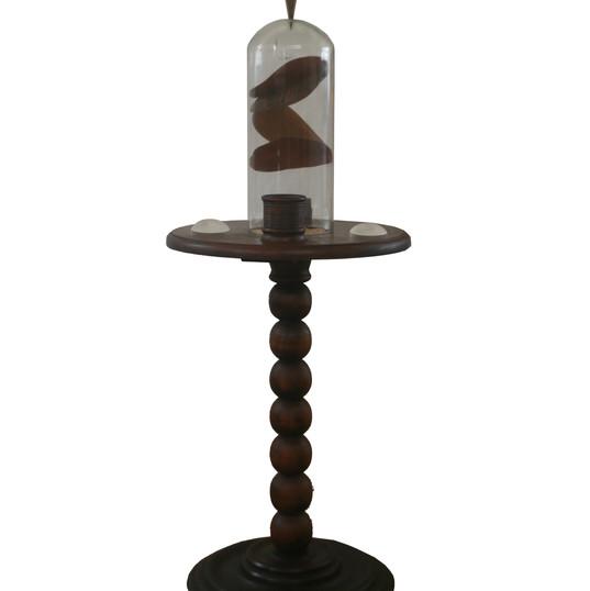 URSULA TAUTZ  Universo-Ilha II   2019 móvel em madeira, círculos de rádica, lentes, redoma de vidro, prumo dourado, bola de vidro 37 x 37 x 95 cm