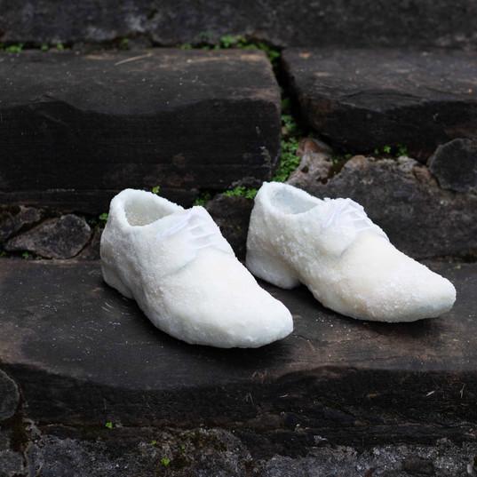 Série Sapatos de açúcar /  Sugar shoes Series | 2018 Performance Pigmento mineral sobre papel de algodão / Mineral pigment on cotton paper  Registro / Photografic register: Maiara Cerqueira 70 x 105 cm | Edição / Edition: 5 + 2 PA / AP