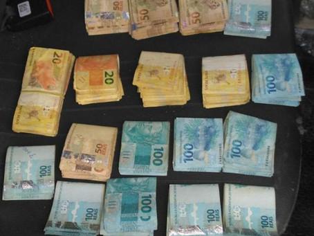 Adolescente é apreendido com quase R$ 20 mil após assalto a banco