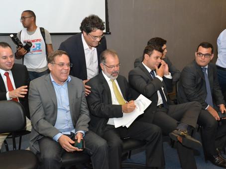 Deputado Angelo Almeida repudia demora na liberação de empréstimo de R$600 mi ao Governo da Bahia