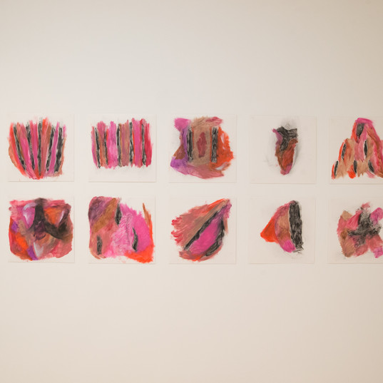 Pintura de Batom, 2018 Batom sobre papel 20 x 20 cm (cada)