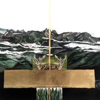 SANI GUERRA  Três Picos   2016  Óleo e folha de ouro sobre tela 79 x 67 cm