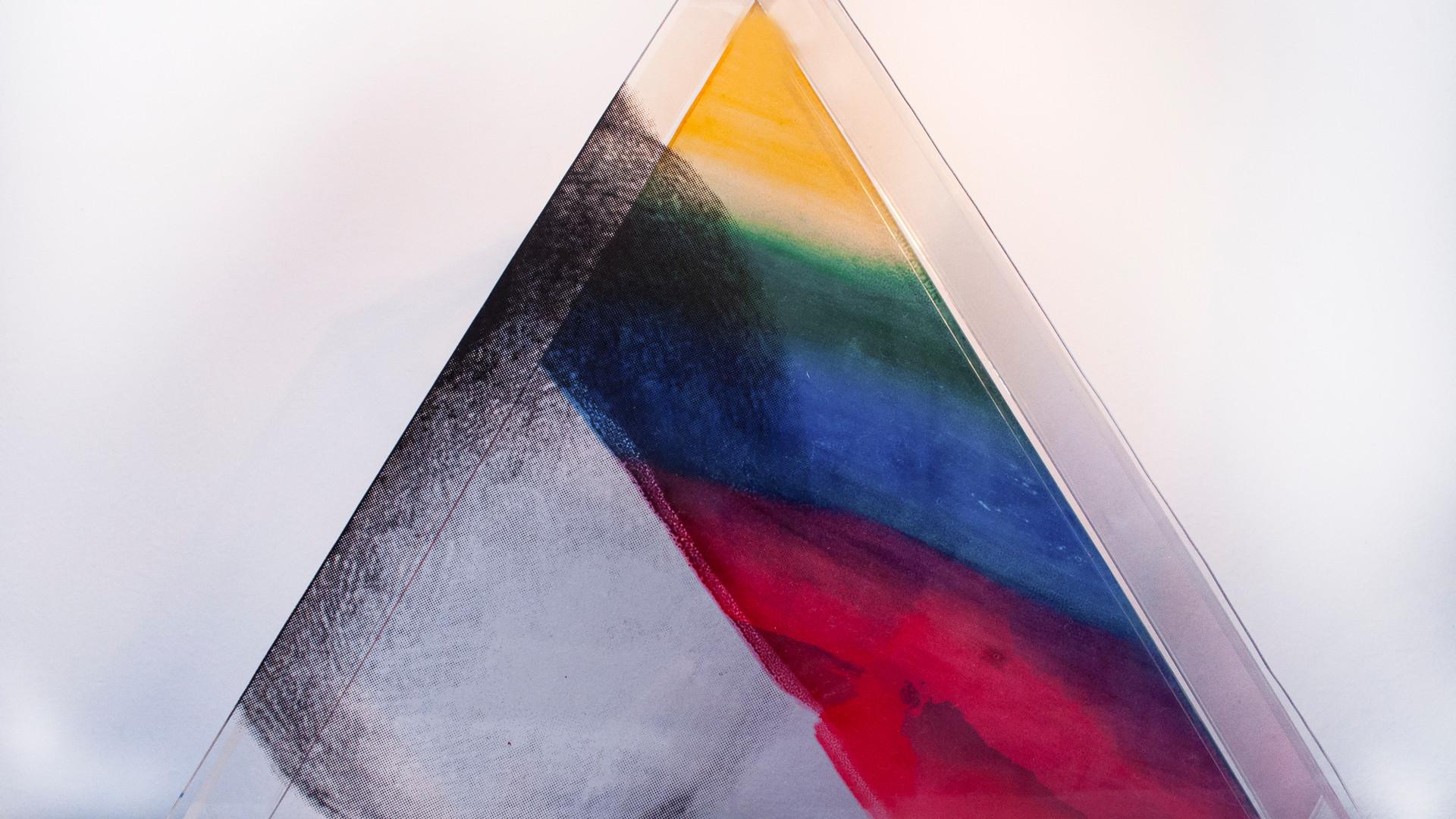 GABRIELA NOUJAIM Superfície circular | 2019 Serigrafia sobre acrílico 34,7 x 40 cm Edição: 1 + PA