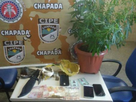 Porteiro de escola estadual é preso em flagrante por tráfico de drogas em Mucugê