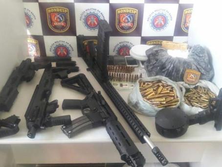 Armas e drogas são encontradas enterradas em quintal de casa na Bahia