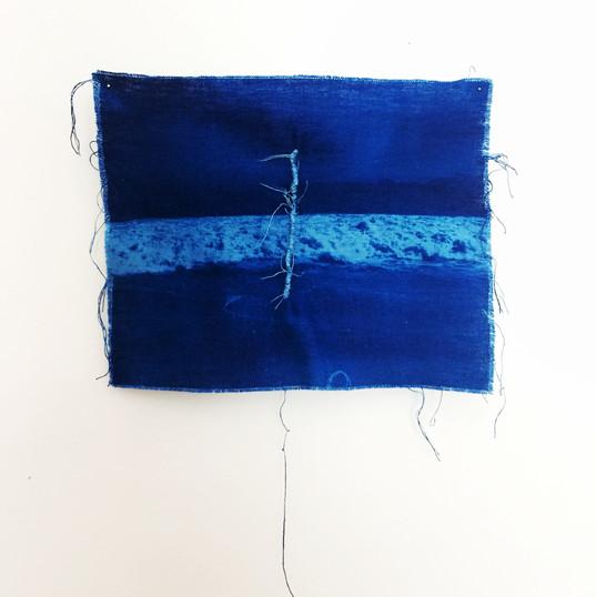 FERNANDA SATTAMINI  Sem título | 2018 Série Das marés e correntezas Cianotipia em linho e bordado Edição única 18 x 24 cm