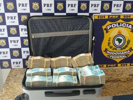 Passageiro levava R$ 700 mil em mala dentro de ônibus