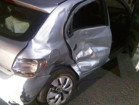 Mulher morre em acidente de carro na Avenida Maria Quitéria; um homem ficou ferido
