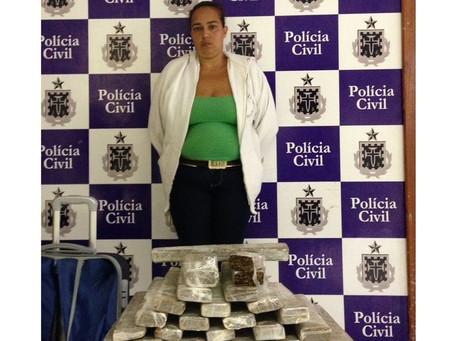 Mulher é presa com drogas em mala na rodoviária de Feira de Santana
