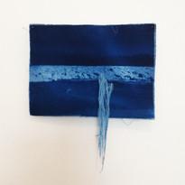 FERNANDA SATTAMINI  Sem título   2018 Série Das marés e correntezas Cianotipia em linho e bordado Edição única 30 x 24 cm