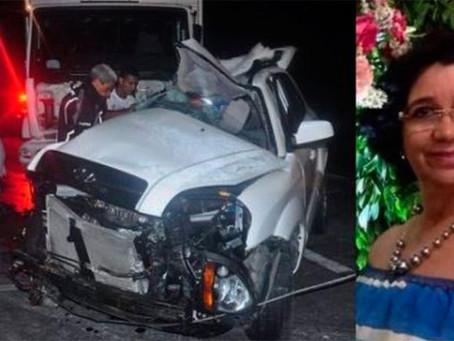 Mulher morre após carreta desgovernada colidir em carro na BR-116