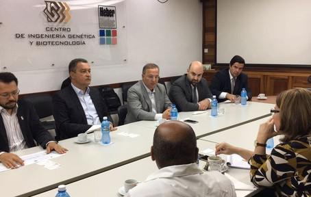 Governo negocia produção de medicamentos com empresa cubana