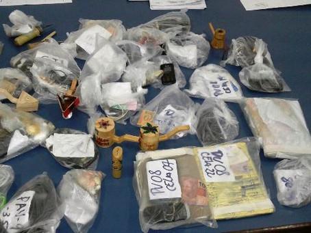 Armas são apreendidas em revista de celas no Conjunto Penal de Feira de Santana