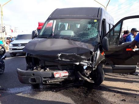Duas pessoas morrem em acidente entre dois veículos no Anel de Contorno