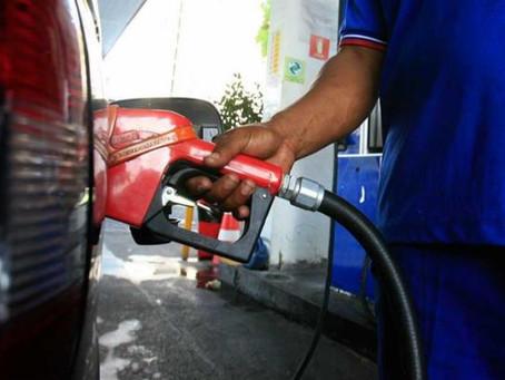 Preço da gasolina cai em 17 estados, mas sobe na Bahia e em outros oito, diz ANP