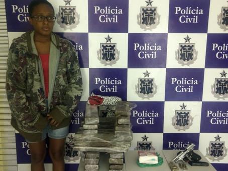 Mulher é presa com mais de 20kg de drogas no bairro Tanque da Nação em Feira