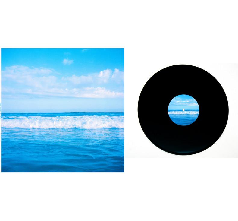 HI-FI # 3 - Linha Fina Impressão sobre papel triplex 240g + rótulo adesivado sobre LP 32 cm x 0,3 cm x 32 cm (formato fechado) Tiragem: 4/5
